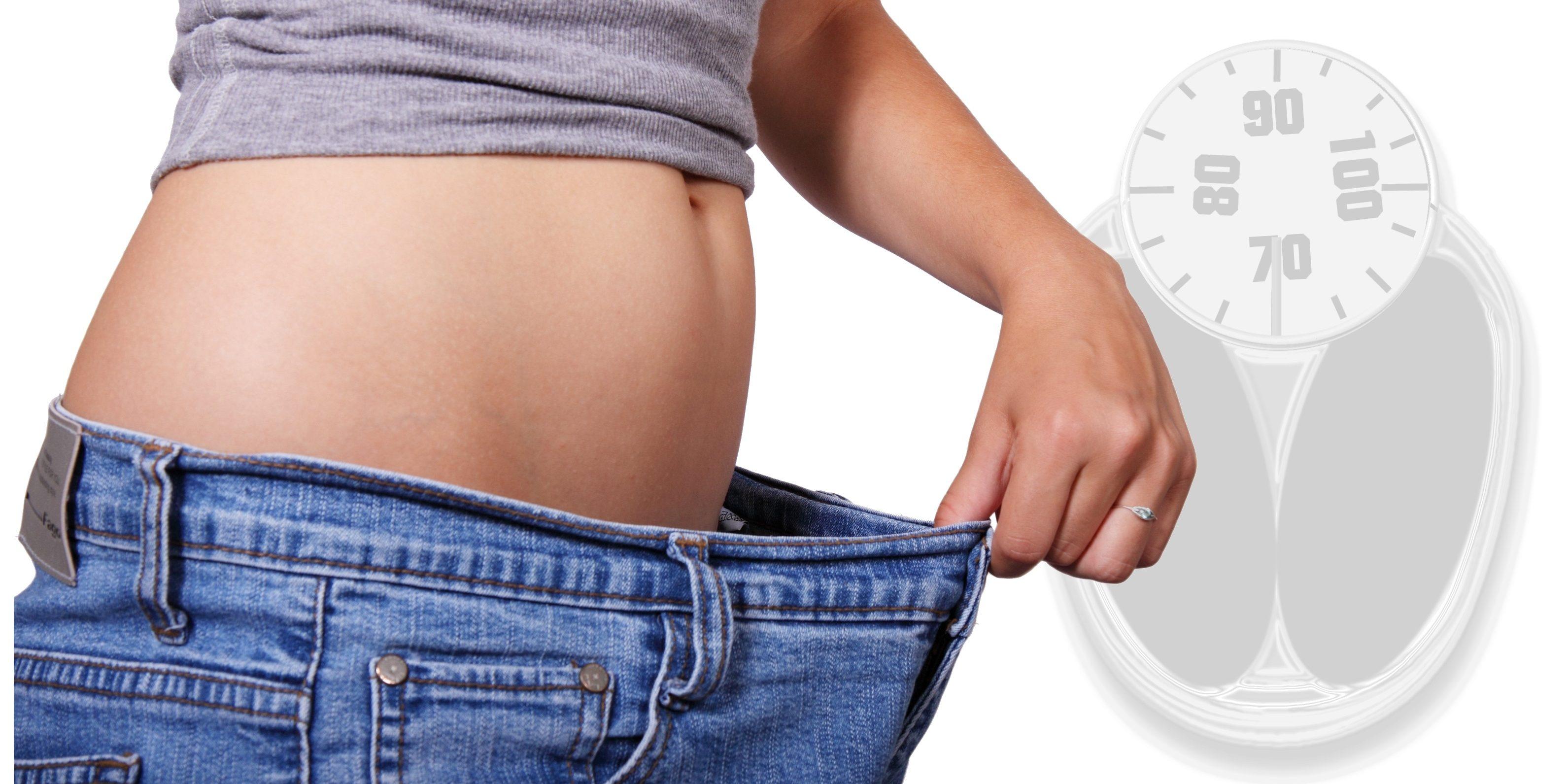 A slăbit 25 de kilograme, fără să meargă la sală și fără să țină dietă. Cum a reușit?
